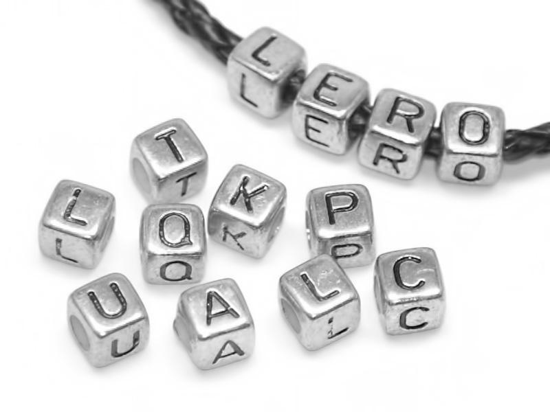 116Браслет с кубиками с буквами своими руками
